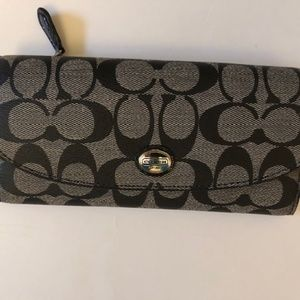 COACH PEYTON SIGNATURE WALLET WITH POUCH
